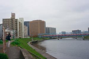 多摩川を渡る京急